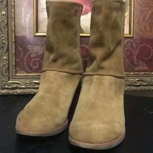NWOT UGG BOOTS size 6